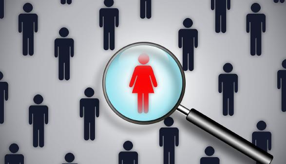 Frauensymbol mit Lupe vergrößert © motorradcbr - stock.adobe.com