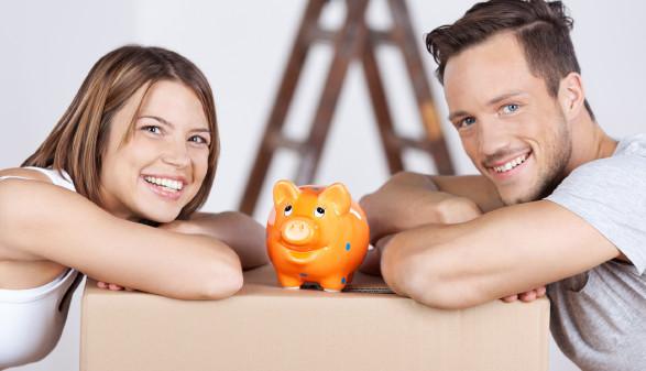 Junges Paar mit Sparschwein © contrastwerkstatt , stock.adobe.com