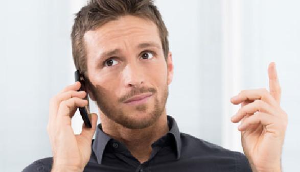 Betriebsrat telefoniert mit Handy © Rido, Fotolia.com