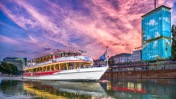 Themenschifffahrt mit der DDSG  © DDSG