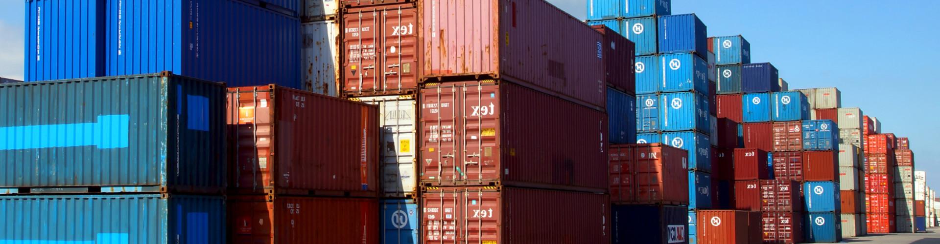 Gestapelte Container © stock.adobe, stock.adobe
