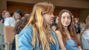 Beim Impulsreferat zur vorwissenschaftlichen Arbeit zur Matura auf der AK Info-Messe: Schülerinnen aus dem Gymnasium in der Wiener Rahlgasse © Erwin Schuh