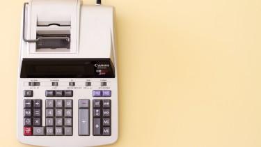 Bild von einer alten analogen Rechenmaschine © Unsplash - StellrWeb