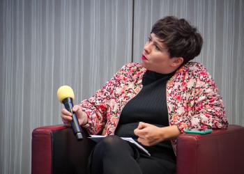 Elisabeth Lechner bei der Abschlussdiskussionsrunde © Riders Collective