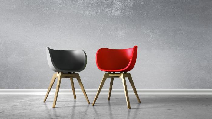 2 leere Stühle © peterschreiber.media - stock.adobe.com