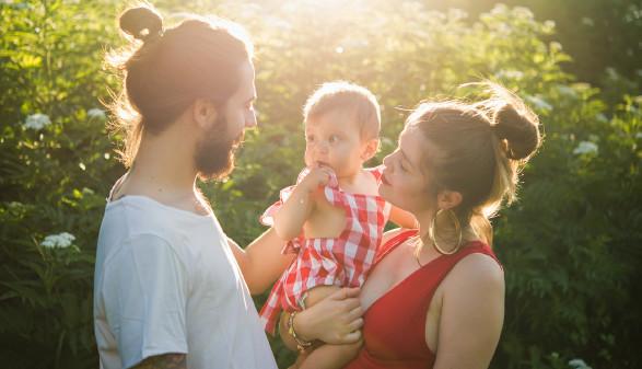 Eltern mit Kind © Getty Images