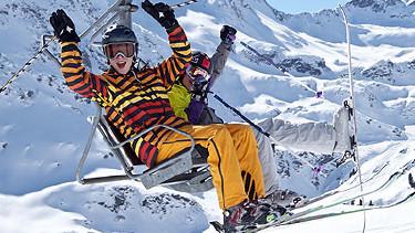 Junger Skifahrer sitzt auf einem Sessellift © akiebler -, Fotolia.com