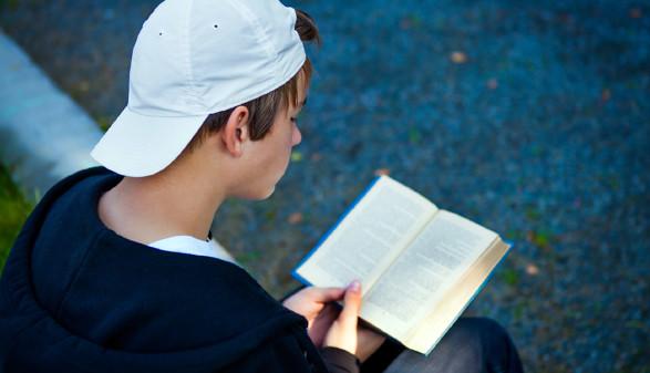 Schüler liest Buch © stock.adobe.com
