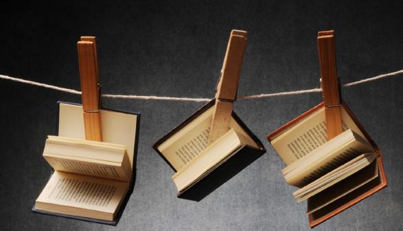 Bücher mit Wäscheklammer an Schnur befestigt © Comugnero Silvana, Fotolia.com