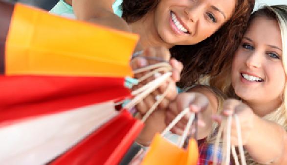 Frauen mit Einkaufstaschen © Auremar, Fotolia.com