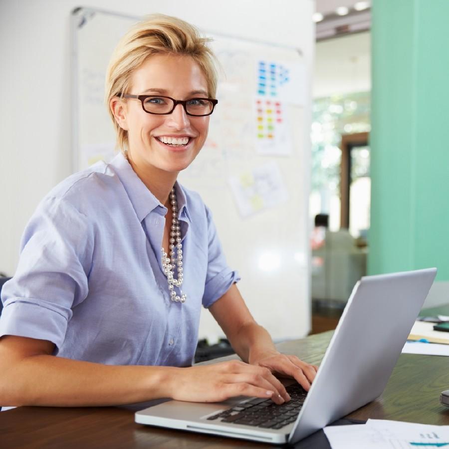 Frau am Laptop © Monkey Business, stock.adobe.com