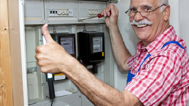Stromkosten sparen mit dem Strom- und Gaspreisrechner der AK © Bernd Leitner, Fotolia.com