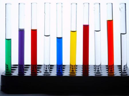 Substanzen in Glasbehältern © Franz Pflügl, fotolia.com