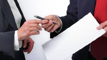 Sie unterschrieben einen freien Dienstvertrag - Was müssen Sie dabei beachten? © M&S Fotodesign, Fotolia.com