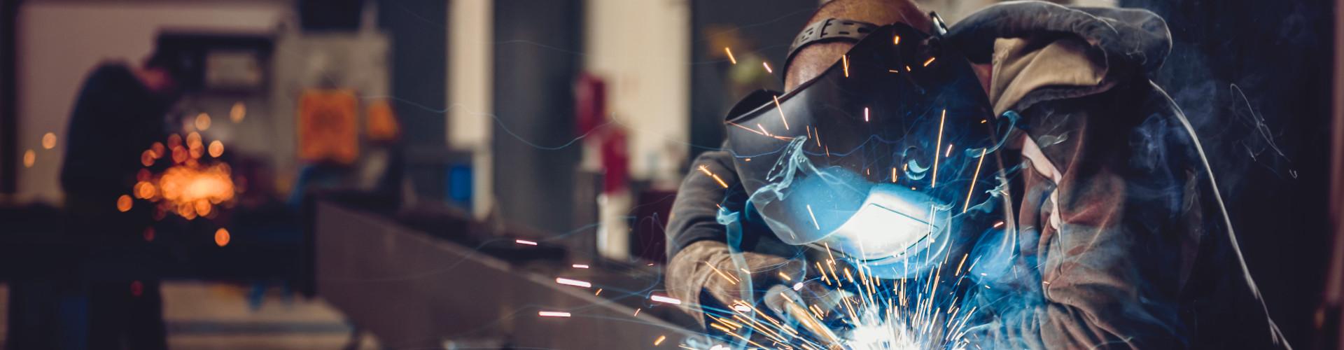 Arbeiter beim Schweißen © kerkezz, stock.adobe.com