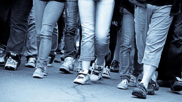 Viele Beine nebeneinander © mario beauregard, stock.adobe.com