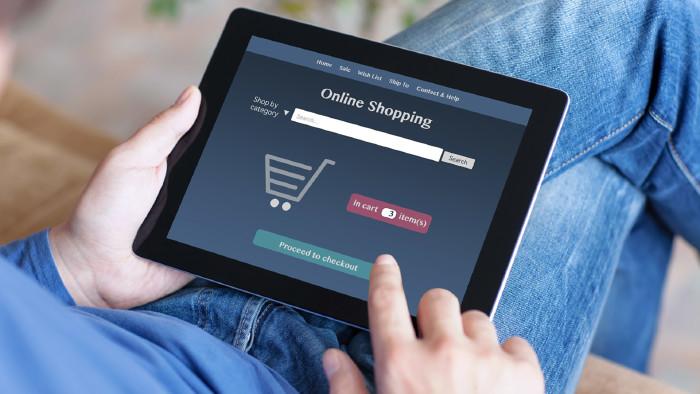 Online-Shopping per Tablet © Denys Prykhodov, stock.adobe.com