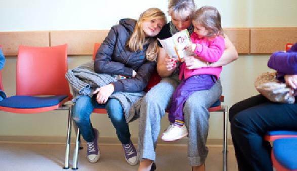 Wartezimmer, Familie, Kinder, Mindestsicherung © Dron, Fotolia.com