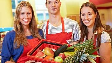 Lebensmittelkorb mit frischem Obst und Gemüse © Robert Kneschke, Fotolia.com