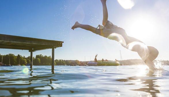 Bub köpfelt ins Wasser © Sonnenresorts