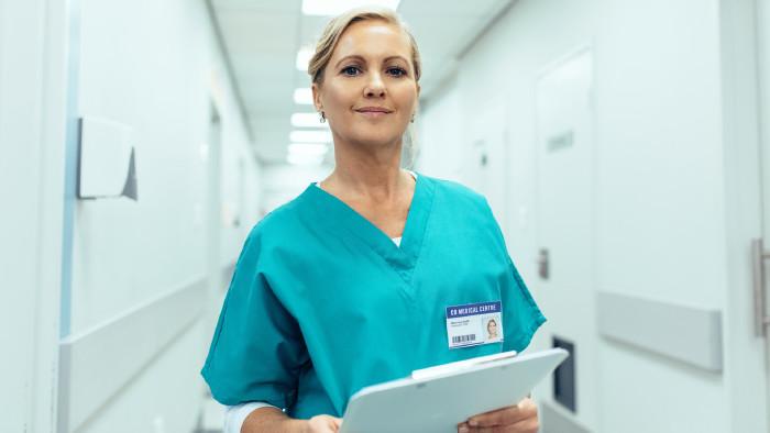 Pflegekraft bei der Arbeit © Jacob Lund, stock.adobe.com