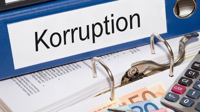 "Ordner mit Beschriftung ""Korruption"" © DOC RABE Media - stock.adobe.com"