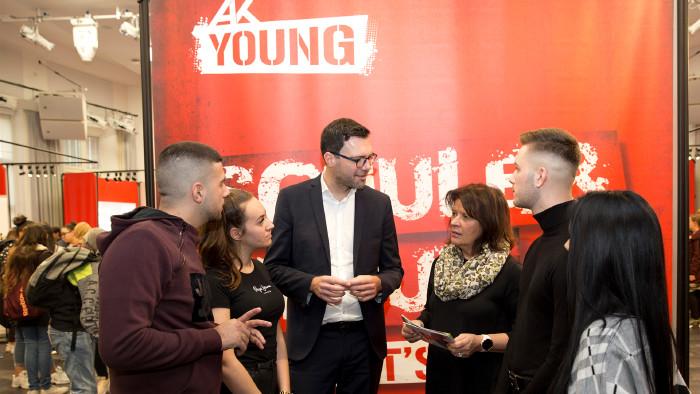 Auf Besuch bei den Jugendlichen auf der L14: Bildungsdirektor Heinrich Himmer, AK Präsidentin Renate Anderl © Lisi Specht