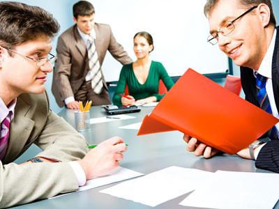 Besorgte Angestellte - Ein neuer Chef übernimmt die Firma © pressmaster, Fotolia