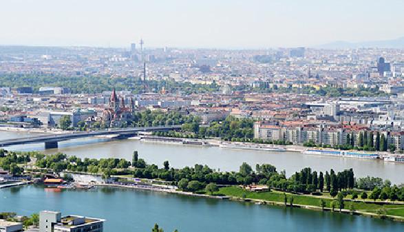 Blick über Wien mit Donau und Donauinsel © johnmerlin, Fotolia