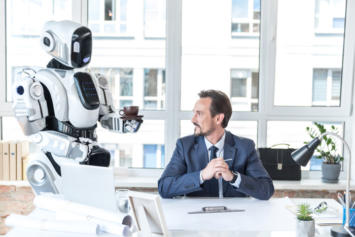 Roboter reicht einem Menschen eine Kaffeetasse © Yakobchuk Olena - stock.adobe.com